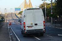 SAO PAULO, SP, 19.11.2013 - A ponte Governador Orestes Quércia continua interditada depois de uma serie de incedio na favela do Gato que teve uma reintegração de posse no Sabado (16)  (Foto:Adriano LIma / Brazil Photo Press).