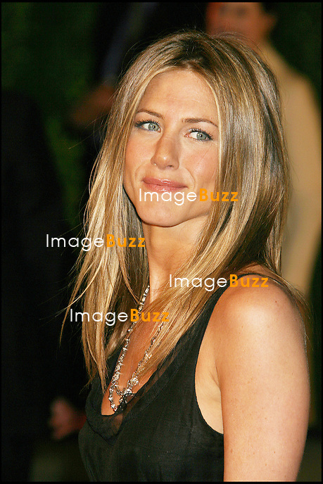 JENNIFER ANISTON - SOIREE VANITY FAIR APRES LA CEREMONIE DES OSCARS 2006.03-05-06  Beverly Hillls, Ca..Jennifer Aniston at the Vanity Fair Oscar Party at Morton's in Beverly Hills, Ca...