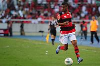 ATENCAO EDITOR: FOTO EMBARGADA PARA VEÍCULOS INTERNACIONAIS. - RIO DE JANEIRO, RJ, 30 DE SETEMBRO DE 2012 - CAMPEONATO BRASILEIRO - FLAMENGO X FLUMINENSE - Leo Moura, jogador do Flamengo, durante partida contra o Fluminense, pela 27a rodada do Campeonato Brasileiro, no Stadium Rio (Engenhao), na cidade do Rio de Janeiro, neste domingo, 30. FOTO BRUNO TURANO BRAZIL PHOTO PRESS