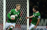 FUSSBALL   1. BUNDESLIGA   SAISON 2013/2014   11. SPIELTAG SV Werder Bremen - Hannover 96                         03.11.2013 Aaron Hunt (li) und Zlatko Junuzovic (re, beide SV Werder Bremen)  jubeln nach dem Tor zum 1:1
