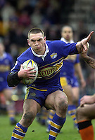 Pix: Simon Wilkinson/SWpix. Rugby League Challenge Cup. Caatleford Togers v Leeds Rhinos. 24/02/2001...COPYWRIGHT PICTURE>>SIMON WILKINSON>>01943 436649>>..Leeds man of the match Kevin Sinfield weaves through the Castleford defence