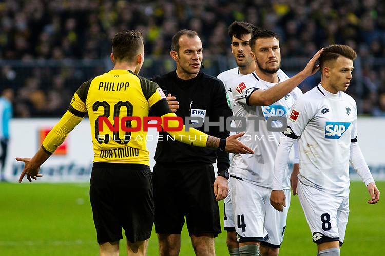 09.02.2019, Signal Iduna Park, Dortmund, GER, 1.FBL, Borussia Dortmund vs TSG 1899 Hoffenheim, DFL REGULATIONS PROHIBIT ANY USE OF PHOTOGRAPHS AS IMAGE SEQUENCES AND/OR QUASI-VIDEO<br /> <br /> im Bild | picture shows:<br /> Schiedsrichter | Referee Marco Fritz mit Maximilian Philipp (Borussia Dortmund #20) nach dessen Foul an Dennis Geiger (Hoffenheim #8),  <br /> <br /> Foto &copy; nordphoto / Rauch
