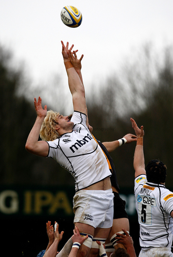 Photo: Richard Lane/Richard Lane Photography. London Wasps v Sale Sharks. 23/12/2012. Sharks' Richie Gray reaches for a lineout.