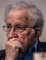 """Noam Chomsky, ofrecio la conferencia titulada Gangter Capitalism y resistencias transfronterizas,  organizada por el Colegio Sonora en el Centro de las Artes.<br /> 15MAR2018 (Foto: Luis Gutierrez/NortePhoto.com)<br /> <br /> Chomsky  filósofo, politólogo y activista estadounidense, profesor emérito de lingüística en el Instituto Tecnológico de Massachusetts (MIT) y una de las figuras más destacadas de la lingüística del siglo XX .<br />  Noam Chomsky tambien esta en el activismo político y  crítica al capitalismo contemporáneo y de la política exterior de los Estados Unidos. El New York Times lo ha señalado como «el más importante de los pensadores contemporáneos. ( wik)<br /> <br /> Noam Chomsky, offered the conference entitled Gangter Capitalism and cross-border resistances, organized by Colegio Sonora at the Centro de las Artes.<br /> 15MAR2018 (Photo: Luis Gutierrez / NortePhoto.com)<br /> <br /> Chomsky philosopher, political scientist and American activist, professor emeritus of linguistics at the Massachusetts Institute of Technology (MIT) and one of the most prominent figures of linguistics of the twentieth century.<br />  Noam Chomsky is also in political activism and criticism of contemporary capitalism and the foreign policy of the United States, and the New York Times has pointed him out as """"the most important of contemporary thinkers."""