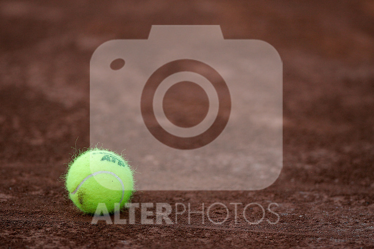 ATP's official tennis ball during Madrid Open quarter final match. May 15, 2009. (ALTERPHOTOS/Alvaro Hernandez)