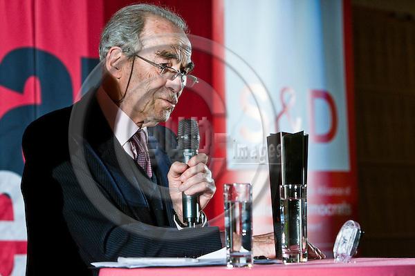 BRUSSELS - BELGIUM - 01 MARCH 2011 -- SOLIDAR Silver Rose Awards 2011. -- Lifetime Achievement Award winner Robert BADINTER, former French Minister of Justice. -- PHOTO: Juha ROININEN / EUP-Images
