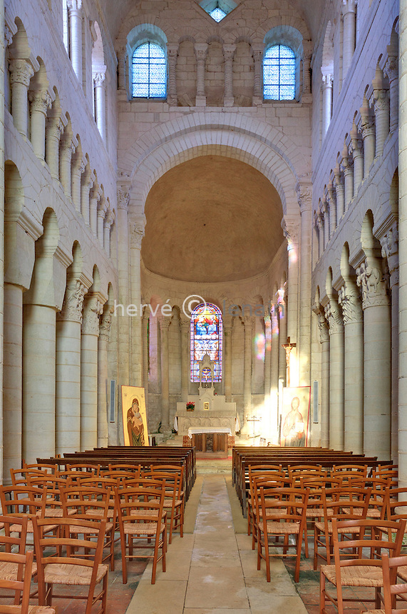 France, Indre (36), Saint-Genou, l'église abbatiale, la nef // France, Indre, Saint-Genou, the church, the nave
