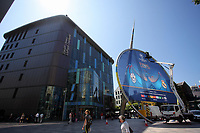 Pictured: Workers secure a giant UEFA Champions League banner outside the Library building in The Hayes, Cardiff. Thursday 25 May 2017<br />