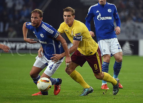 22.10.2015. Gelsenkirchen, Germany. UEFA Europa League football. FC Schalke versus Sparta Prague.  Benedikt Hoewedes (FC Schalke 04), Borek Dockal (Sparta Prag)