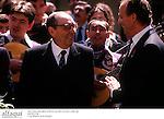Miguel Delibes junto al Rey Juan Carlos. Escritor. Literato. Novelista. Literatura. Novela. letras. Cultura. Premio Cervantes.