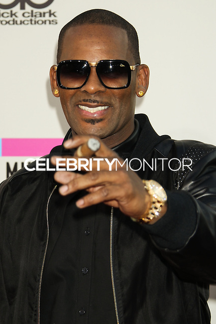 LOS ANGELES, CA - NOVEMBER 24: R. Kelly arriving at the 2013 American Music Awards held at Nokia Theatre L.A. Live on November 24, 2013 in Los Angeles, California. (Photo by Celebrity Monitor)