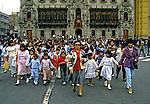 Multidão em praça no centro de Lima. Perú. Foto de Juca Martins. Data: 1994
