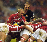 2006, Powergen Cup, Twickenham, Scrum halfs, right, Matt Dawson and Clive Stuart-Smith. London Wasps vs Llanelli Scarlets, ENGLAND, 09.04.2006, 2006, , © Peter Spurrier/Intersport-images.com.   [Mandatory Credit, Peter Spurier/ Intersport Images].