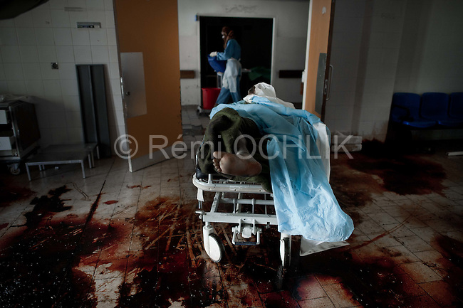 Remi OCHLIK/IP3 PRESS - On august, 26, 2011 In Tripoli - In Abu Salim main hospital, Libyan volunteers and doctors try to clean up the hospital where hundreds of corpses were abandoned for 5 days. It used to be the Q forces hospital