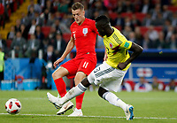 MOSCU - RUSIA, 03-07-2018: Davinson SANCHEZ (Der) jugador de Colombia disputa el balón con Jamie VARDY (Izq) jugador de Inglaterra durante partido de octavos de final por la Copa Mundial de la FIFA Rusia 2018 jugado en el estadio del Spartak en Moscú, Rusia. / Davinson SANCHEZ (R) player of Colombia fights the ball with Jamie VARDY (L) player of England during match of the round of 16 for the FIFA World Cup Russia 2018 played at Spartak stadium in Moscow, Russia. Photo: VizzorImage / Julian Medina / Cont