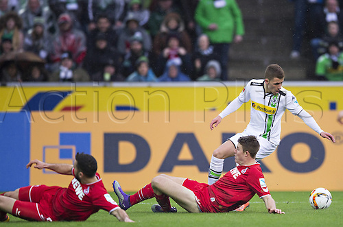 20.02.2016. Borussia Park, Mönchengladbach, North Rhine-Westphalia, Germany. Bundesliga football, Borussia Moenchengladbach verus Cologne.  Thorgan Hazard (BMG)cust outsude the 2 Cologne defenders leaving them flat footed