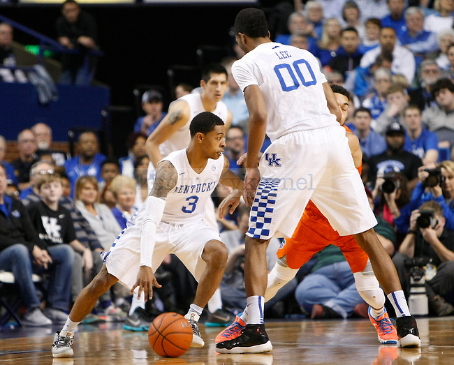UK guard Tyler Ulis (3) goes off a Marcus Lee pick during the UK Men's Basketball vs. Florida Gators game at Rupp Arena. Saturday, February 6, 2016 in Lexington, Ky. UK defeated Florida 80 - 61