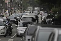 SÃO PAULO, SP, 28 JANEIRO DE 2013  - TRANSITO SP - Motorista enfrenta congestionamento na Av Braz Leme, altura da Ponte da casa Verde, sentido centro, na manhã dessa segunda-feira, 28, zona central da capital - FOTO: LOLA OLIVEIRA - BRAZIL PHOTO PRESS