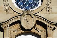 Portrait deutscher Kaiser luxemburger Herkunft an der Fassade des Hauptbahnhof Stadt Luxemburg, Luxemburg