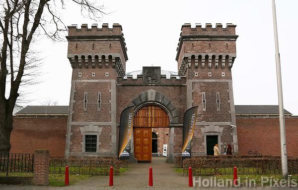 Nederland  Breda 2016. De Koepel, ook wel bekend als De Boschpoort gevangenis werd in 1886 opgeleverd. In 2017 krijgt de Koepel een nieuwe bestemming in de vorm van FutureDome. In de week van Serious Request, is de Koepel als gevangenis van binnen te zien. Er worden rondleidingen gegeven en je kunt het  Escape De Koepel spel doen; een Pop-up Escape Room. Toegangspoort. Foto Berlinda van Dam / Hollandse Hoogte