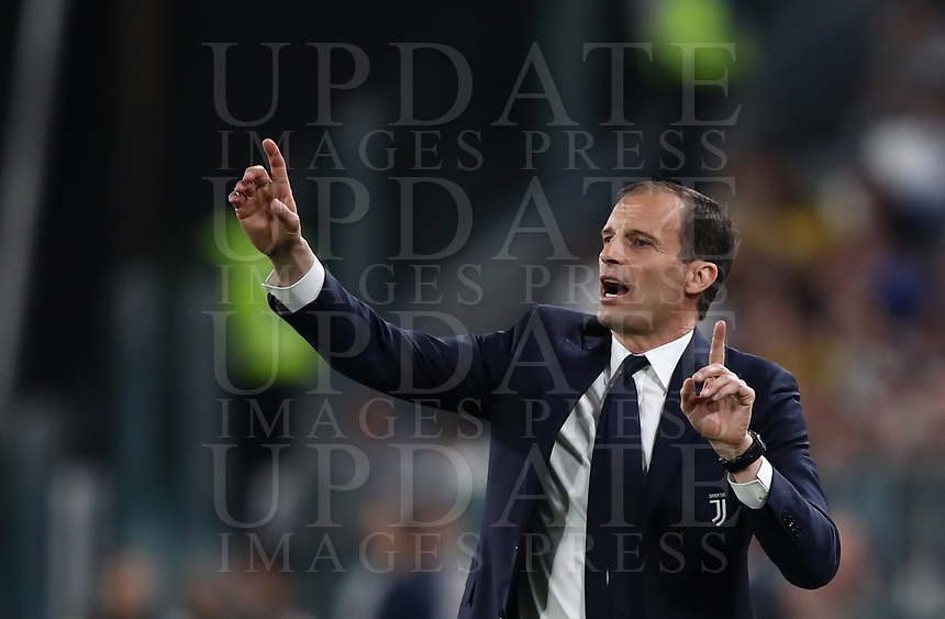 Calcio, Serie A: Juventus - Napoli, Torino, Allianz Stadium, 22 aprile, 2018.<br /> Juventus' coach Massimiliano Allegri gestures during the Italian Serie A football match between Juventus and Napoli at Torino's Allianz stadium, April 22, 2018.<br /> UPDATE IMAGES PRESS/Isabella Bonotto
