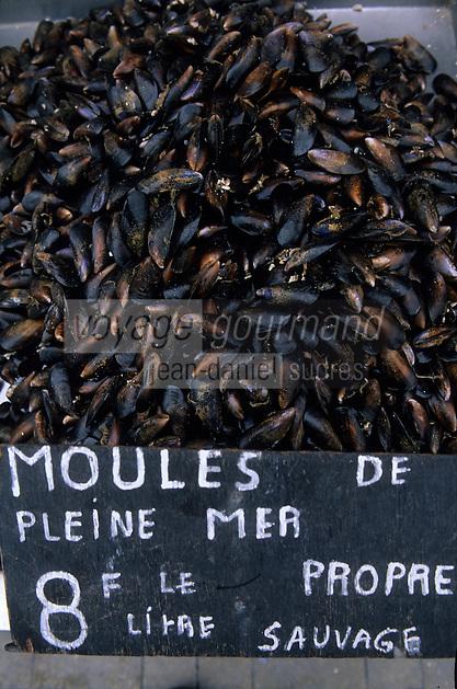 Europe/France/Picardie/80/Somme/Le Crotoy : Panneau de vente de moules de Bouchot
