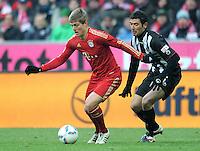 FUSSBALL   1. BUNDESLIGA  SAISON 2011/2012   21. Spieltag FC Bayern Muenchen - 1. FC Kaiserslautern       11.02.2012 Toni Kroos (li, FC Bayern Muenchen) gegen Stiven Rivic (1. FC Kaiserslautern)