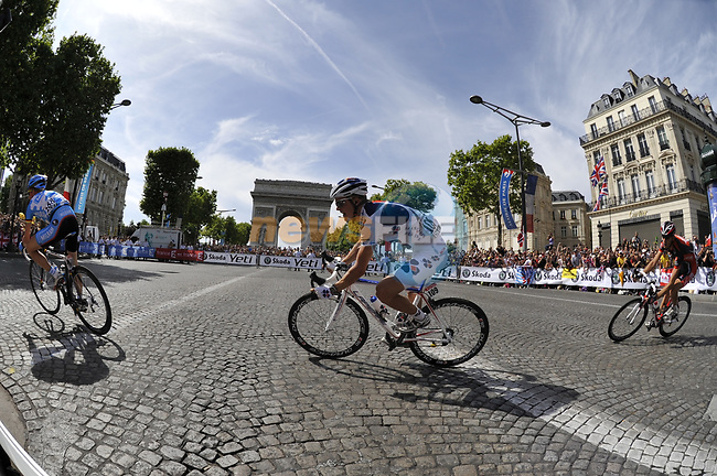 Jussi Veikkanen (FIN) FDJ rounds the hairpin bend beneath the Arc de Triomphe at the end of the Champs Elysee during the final Stage 21 of the 2009 Tour de France running 164km from Montereau-Fault-Yonne to Paris Champs-Elysees, France. 26th July 2009 (Photo by Eoin Clarke/NEWSFILE)