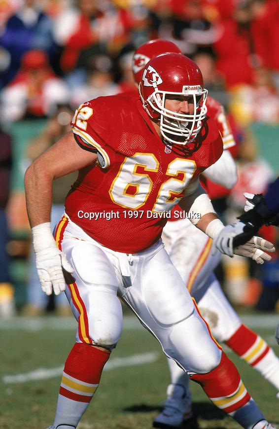 Kansas  City Chiefs tackle Glenn Parker (62) during an NFL football game against the Denver Broncos at Arrowhead Stadium on November 16, 1997 in Kansas City, Missouri.  The Chiefs won 24-22. (Photo by David Stluka)