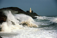 Pictured: Waves crash against Mumbles Lighhouse in Bracelet Bay, Swansea, UK. Monday 16 October 2017<br />