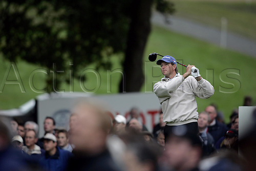 15 Oct 2004: South African golfer Retief Goosen (RSA) drives from the 3rd tee during his second round match against Lee Westwood (ENG). HSBC World Matchplay Championship, Wentworth, England. Photo: Glyn Kirk/Actionplus....041015.golf golfer driving wood drive
