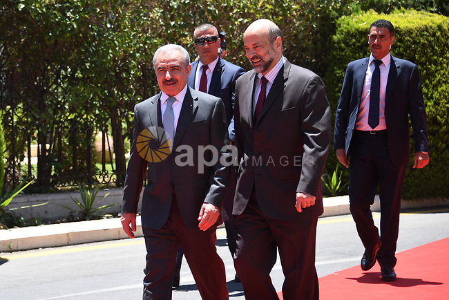 Palestinian Prime Minister Mohammad Ishtayeh meets with Jordanian Prime Minister Omar al-Razzaz, in Amman on July 07, 2019. Photo by Prime Minister Office
