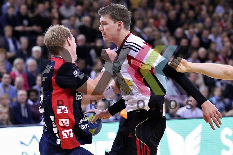 Flensburg, 25.02.15, Sport, Handball, DKB Bundesliga, 20. Spieltag, SG Flensburg-Handewitt - TuS N-L&uuml;bbecke : Anders Zachariassen (SG Flensburg-Handewitt, #22), Richard W&ouml;ss (TuS N-L&uuml;bbecke, #18)<br /> <br /> Foto &copy; P-I-X.org *** Foto ist honorarpflichtig! *** Auf Anfrage in hoeherer Qualitaet/Aufloesung. Belegexemplar erbeten. Veroeffentlichung ausschliesslich fuer journalistisch-publizistische Zwecke. For editorial use only.