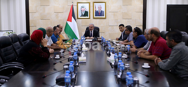 Palestinian Prime Minister Mohammad Ishtayeh meets with delegations from Al-Amaari and Nour Shams refugee camps, in the West Bank city of Ramallah, Sep. 14, 2019. Photo by Prime Minister Office