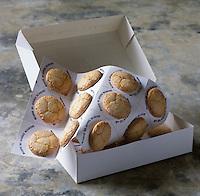 """Europe/France/Aquitaine/Gironde/Saint-Emilion: Les Macarons de Saint-Emilion de Danièle Blanchez """"Les Macarons de Saint-Emilion """" 9 rue Guadet - Stylisme : Valérie LHOMME"""