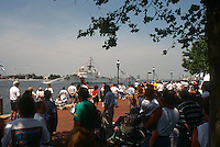1995 June 05..Redevelopment.Downtown South (R-9)..HARBORFEST.FRIDAY NOON ACTIVITY.PEOPLE AT TOWN POINT PARK...NEG#.NRHA#..