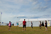 IST:s playing volleyball at the GDV place. Photo: Magnus Fröderberg/Scouterna