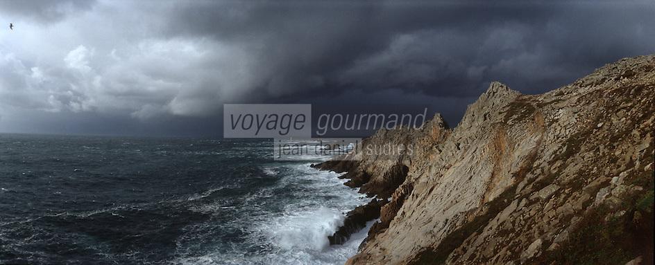 Europe/France/Bretagne/29/Finistère: La cote sauvage et ciel d'orage