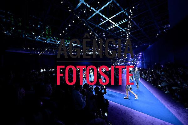 Versace<br /> <br /> MILAO - Verao 2017<br /> <br /> Setembro 2016<br /> <br /> foto: FOTOSITE