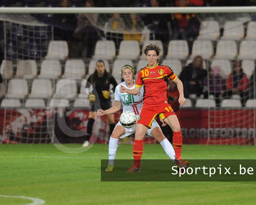 Belgian Red Flames - Portugal (31/10/2013) :<br /> Aline Zeler (R) schermt de bal af voor Filipa Rodrigues (L)<br /> foto Dirk Vuylsteke / nikonpro.be