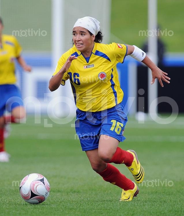 Fussball Frauen FIFA U 17  Weltmeisterschaft 2008     01.11.2008 Kolumbien - Kanada Paola Sanchez (COL) am Ball