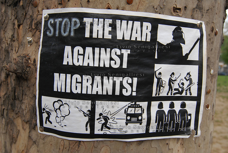 "Belgrade / Serbia  130416<br /> A sign in support of migrants photographed in ""Afghan Park"", the public gardens next to the railway station in Belgrade, where migrants live waiting to continue their journey to Europe.<br /> Photo Livio Senigalliesi"