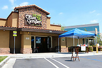 LOS ANGELES - APR 11:  Olive Garden Resturant and Signage at the Businesses reacting to COVID-19 at the Hospitality Lane on April 11, 2020 in San Bernardino, CA