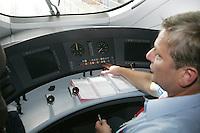 Besuch im ICE-Werk Leipzig..Im Bild: Im ICE-Cockpit. Foto: Jan Kaefer / aif