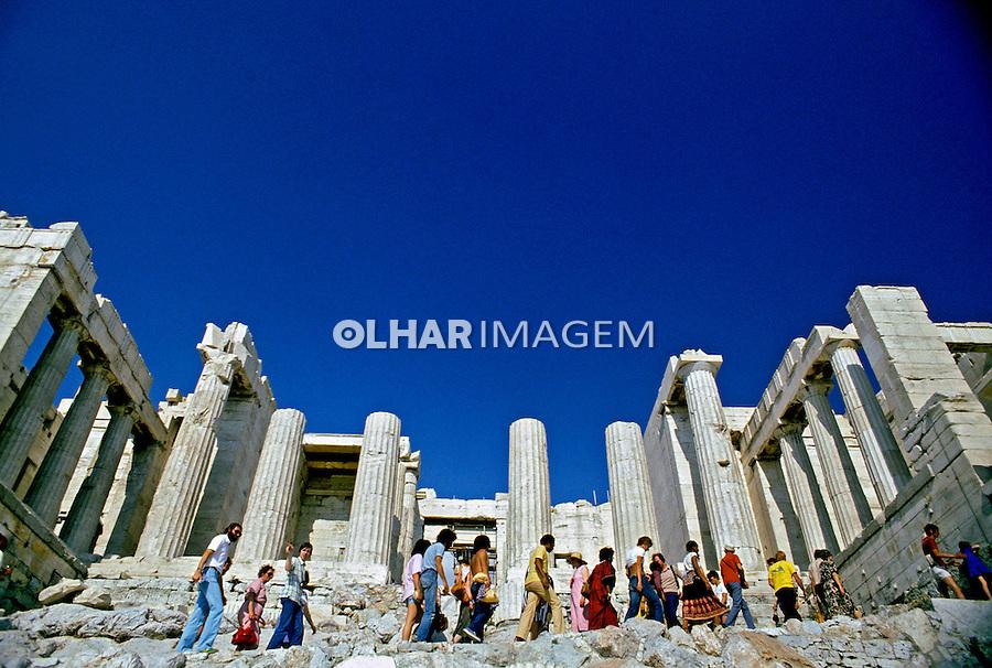 Colunas do Partenon no alto da Acrópole. Atenas. Grécia. 1995. Foto de Rogério Reis.