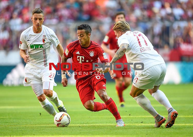 12.09.2015, Allianz Arena, M&uuml;nchen, GER, 1. FBL, FC Bayern M&uuml;nchen vs. FC Augsburg<br /> Dominik Kohr (Augsburg),Thiago Alc&aacute;ntara (M&uuml;nchen),Alexander Esswein (Augsburg)<br /> <br /> <br /> Foto &copy; nordphoto /  Bratic