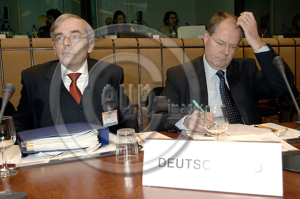 Brussels-Belgium - 05 December 2005---The twelve Ministers for Finance/Economy representing the Eurozone meet as Eurogroup; here, Peer STEINBRÜCK (Steinbrueck) (ri), Federal Minister for Finance of Germany, with Thomas MIROW (le), State Secretary at the Federal German Ministry for Finance---Photo: Horst Wagner/eup-images