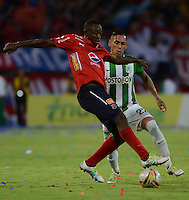 MEDELLÍN -COLOMBIA-8-MAYO-2016.Gilberto Garcia (Der.) de Atlético Nacional  disputa el balón con Juan Caicedo (Izq.) del Medellin  durante partido por la fecha 17 de Liga Águila I 2016 jugado en el estadio Atanasio Girardot ./ Gilberto Garcia (R) of Atletico Nacional  for the ball with Juan Caicedo (L) of Medelllin during the match for the date 17 of the Aguila League I 2016 played at Atanasio Girardot  stadium in Medellin . Photo: VizzorImage / León Monsalve  / Contribuidor