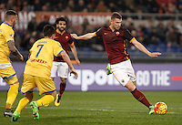 Calcio, Serie A: Roma vs Frosinone. Roma, stadio Olimpico, 30 gennaio 2016.<br /> Roma's Edin Dzeko, right, kicks the ball during the Italian Serie A football match between Roma and Frosinone at Rome's Olympic stadium, 30 January 2016.<br /> UPDATE IMAGES PRESS/Isabella Bonotto