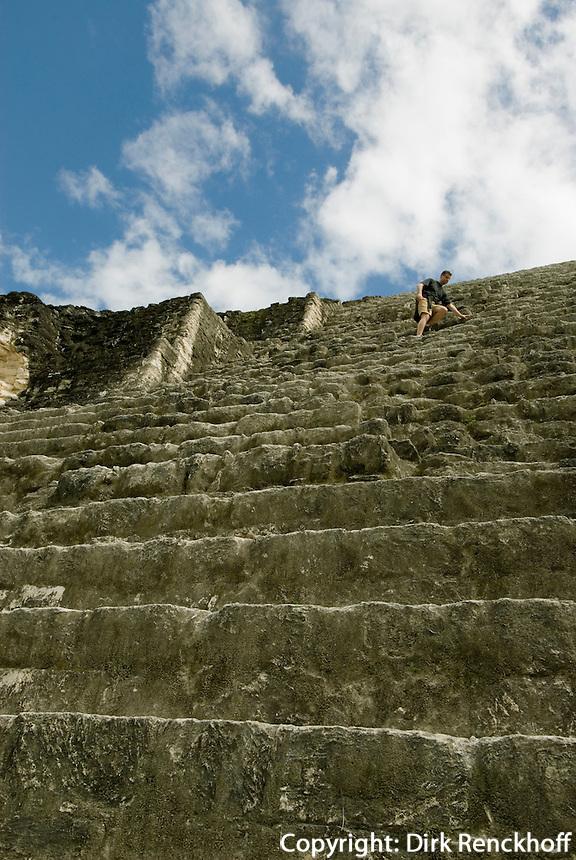 Tikal Nationalpark, Maya Tempel im Komplex Mundo Perdito, Große Pyramide, Guatemala, Unesco-Weltkulturerbe